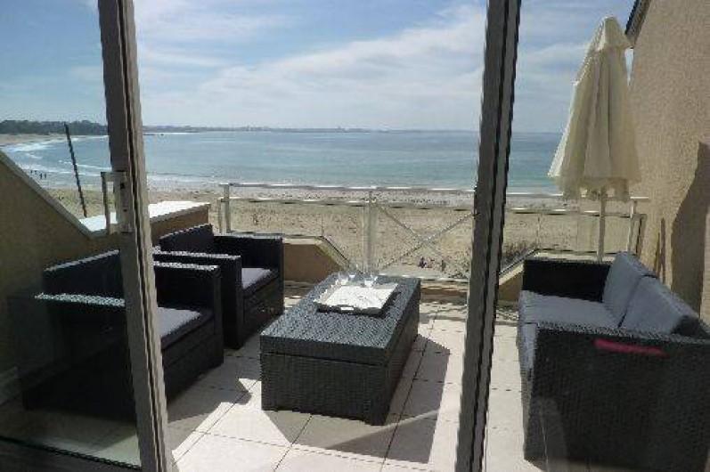 Location de vacances - Appartement à Saint-Malo - vue du salon vers la plage