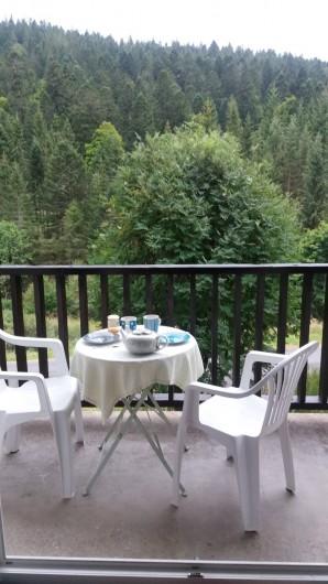 Location de vacances - Studio à Le Lioran - Sur le balcon