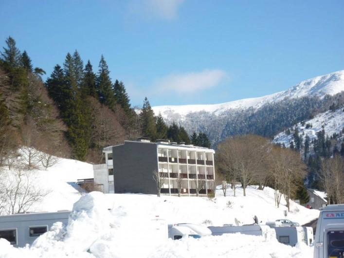 Location de vacances - Studio à Le Lioran - coté balcon