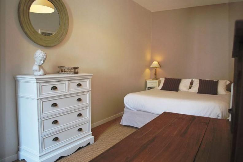Location de vacances - Gîte à Sarlat-la-Canéda - chambre 1 grand lit