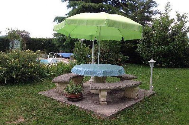 Location de vacances - Villa à Annecy - Table en pierre