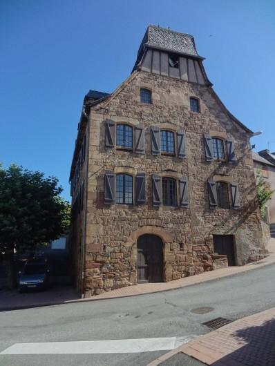 Location de vacances - Gîte à Saint-Cyprien-sur-Dourdou - Maison du village
