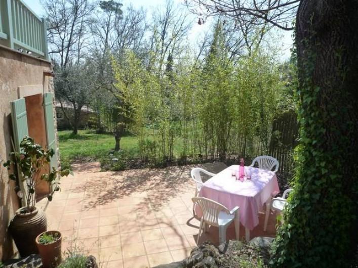 Location de vacances - Chambre d'hôtes à Montauroux - Terrasse Chambre Alizé