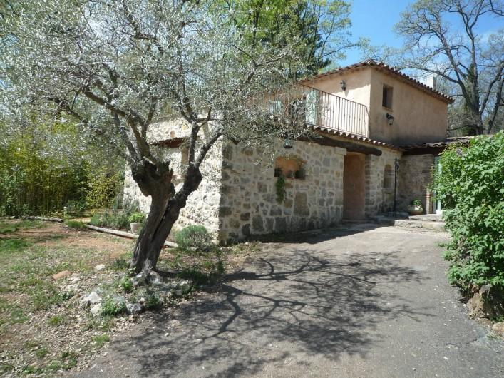 Location de vacances - Chambre d'hôtes à Montauroux - Chambres Alizé et Autan