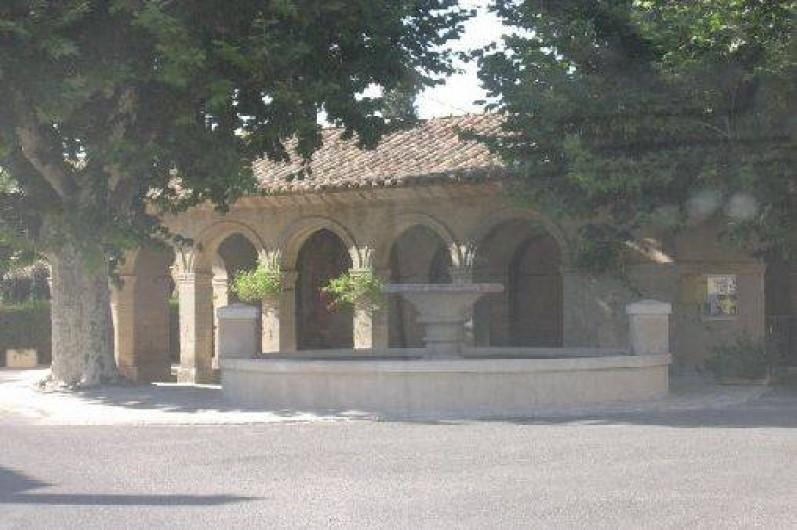 Location de vacances - Studio à Saint-Victor-la-Coste - Fontaine de Palus