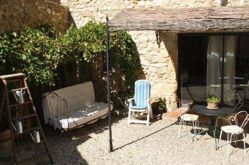 Location de vacances - Studio à Saint-Victor-la-Coste - cour studio