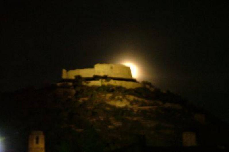 Location de vacances - Studio à Saint-Victor-la-Coste - le chateau dans la lune