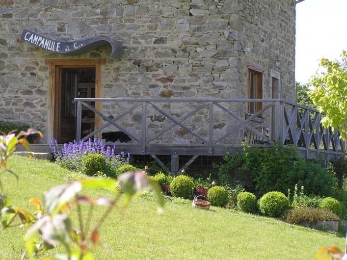 Location de vacances - Gîte à Champagnac-le-Vieux - Vue du jardin...