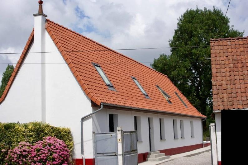 Location de vacances - Maison - Villa à Azincourt - Entrée de la maison depuis la rue. Cour fermée pour garer vos voitures.