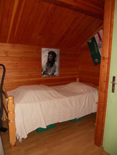 Location de vacances - Chalet à Montclar - chambre 2 et 1 lit 1 place