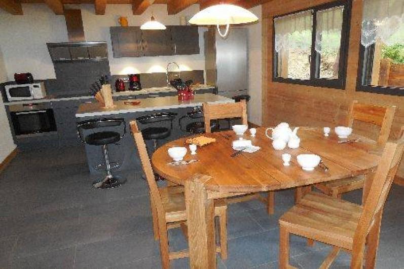 Location de vacances - Chalet à La Chapelle-d'Abondance - cuisine et séjour