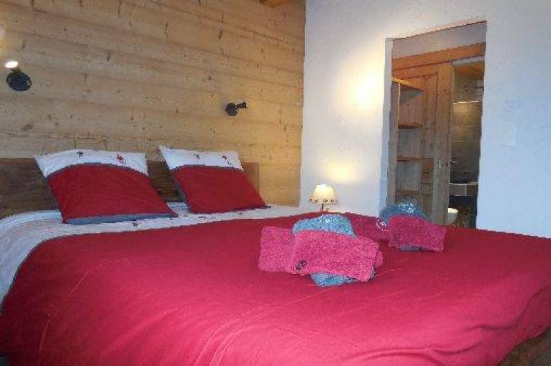 Location de vacances - Chalet à La Chapelle-d'Abondance - chambre parental avec douche a l'italienne