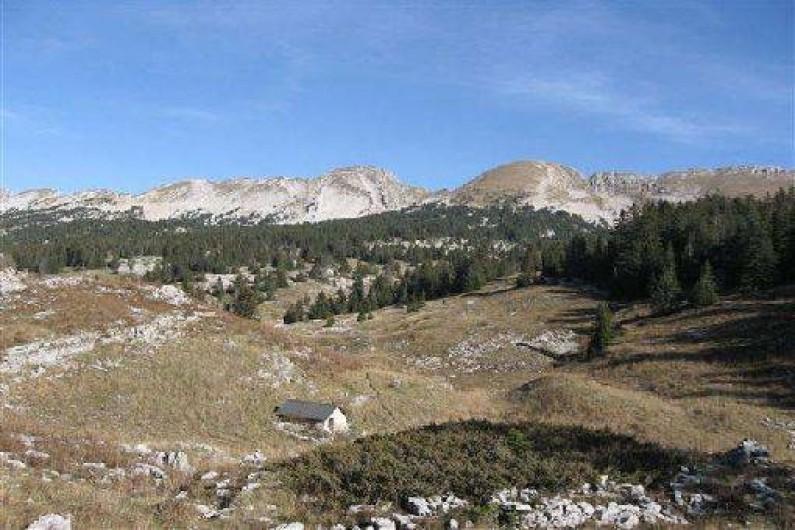 Location de vacances - Maison - Villa à Saint-Agnan-en-Vercors - La Cabane de Tiolache et vue sur le Mont Malaval