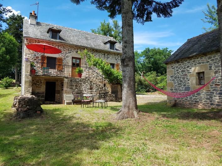 Location de vacances - Gîte à Lassouts - Le devant de la maison