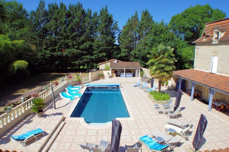 Location de vacances - Chambre d'hôtes à La Madeleine - Vue de la terrasse du grand gîte