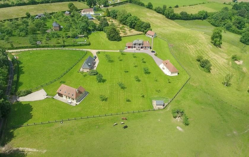 Location de vacances - Gîte à Saint-Germain-de-Livet - dans la cour de la ferme