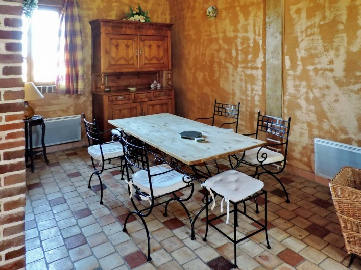 Location de vacances - Gîte à Saint-Germain-de-Livet - salle à manger