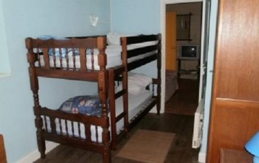 Location de vacances - Gîte à Loupiac - Chambre 2 1 lit 140  1 lit superposé (photo)