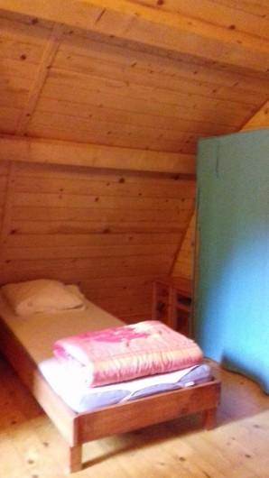 Location de vacances - Gîte à Crisolles - Gîte accessible - étage - la chambre