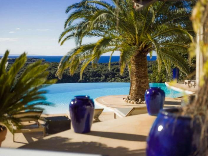 Location de vacances - Villa à Bonifacio - piscine à débordement