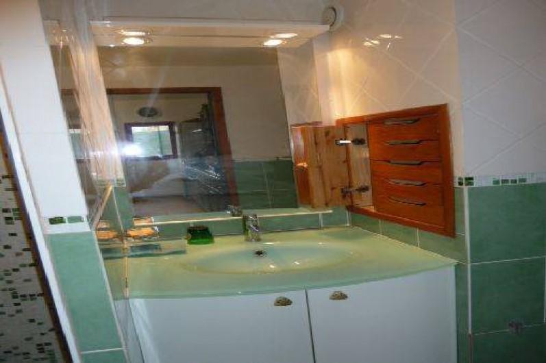 Location de vacances - Villa à Saint-Cézaire-sur-Siagne - SdB
