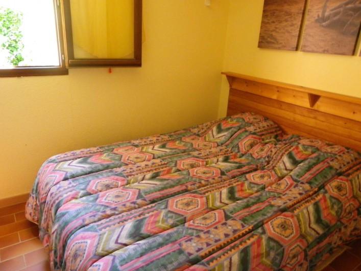 Location de vacances - Villa à Saint-Cézaire-sur-Siagne - Chambre 1 - 1 lit de 140
