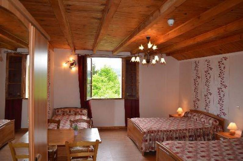 Location de vacances - Chambre d'hôtes à Charézier - Chambre de 5 personnes