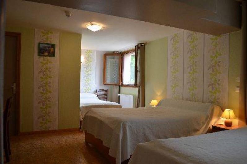 Location de vacances - Chambre d'hôtes à Charézier - Chambre de 4 personnes