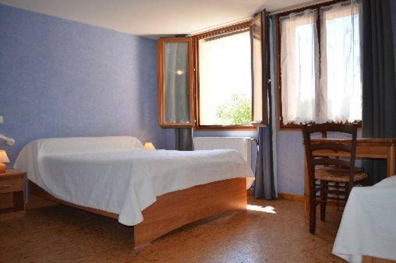 Location de vacances - Chambre d'hôtes à Charézier - Chambre handicapé