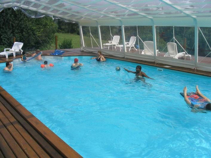 Location de vacances - Chambre d'hôtes à Charézier - La piscine 100 m3 couverte et chauffée
