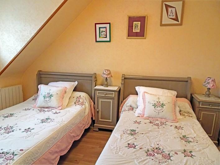 Location de vacances - Gîte à Saint-Igeaux - chambre camélia