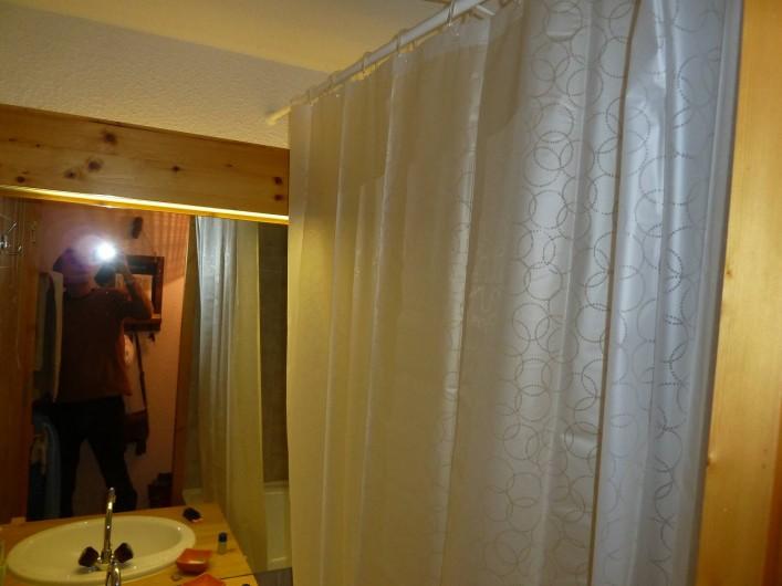 Location de vacances - Studio à Pralognan-la-Vanoise - salle de bains