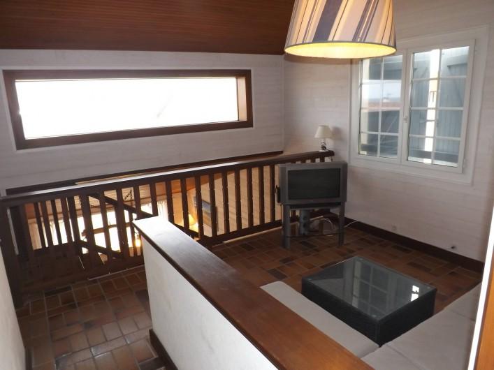 Location de vacances - Villa à Vielle-Saint-Girons - Coin TV en mezzanine