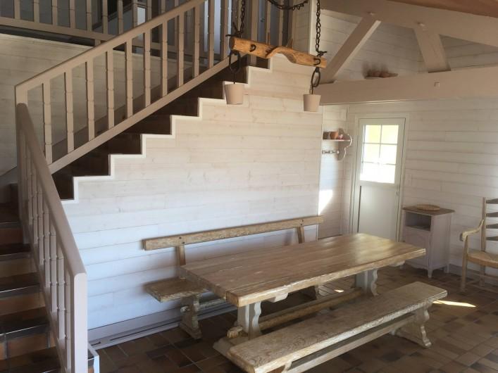 Location de vacances - Villa à Vielle-Saint-Girons - Séjour-salle à manger intérieure + escalier
