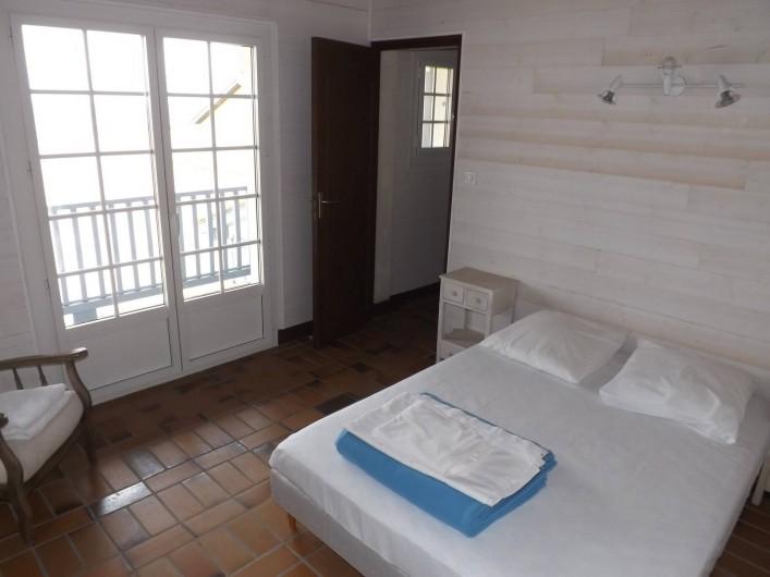 Location de vacances - Villa à Vielle-Saint-Girons - Chambre n° 1 donnant sur balcon et vue océan