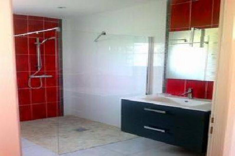 Location de vacances - Villa à Cazouls-lès-Béziers - salle d'eau,douche a l'italienne