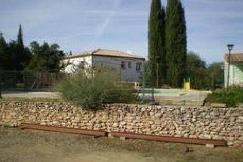 Location de vacances - Villa à Cazouls-lès-Béziers - Façade coté est