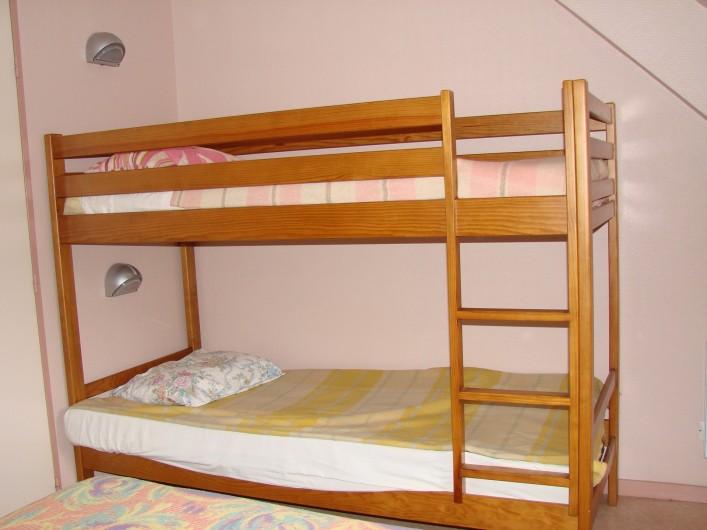 Location de vacances - Appartement à Guchen - Chambre avec un lit en 140x190 avec lits superposés 90x190 d' un appartement