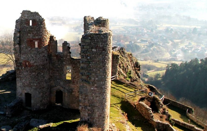 Location de vacances - Chalet à Boisset - Le château de Rochebaron