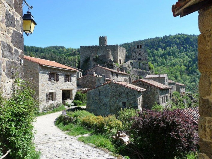 Location de vacances - Chalet à Boisset - Village et château de Chalencon