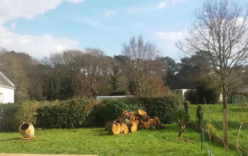Location de vacances - Villa à Larmor-Baden - Vue depuis le jardin derrière la maison'