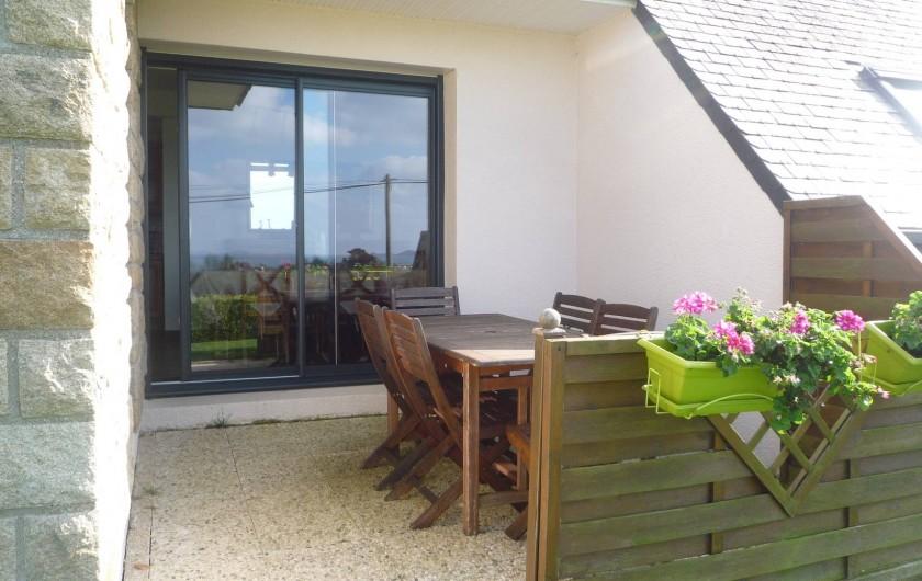 Location de vacances - Villa à Penvénan - SALON DE JARDIN VUE MER