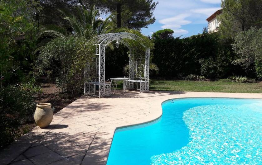 Location de vacances - Chambre d'hôtes à Saint-Raphaël - piscine non chauffée mais à 30° environ en été(horaires) gloriette détente