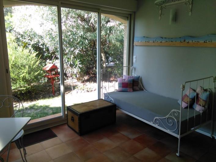Location de vacances - Chambre d'hôtes à Saint-Raphaël - 2e piece véranda  qui est l'entrée de la chambre d'hotes;