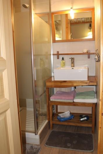 Location de vacances - Appartement à Val Thorens - Salle de douche avec sèche serviettes