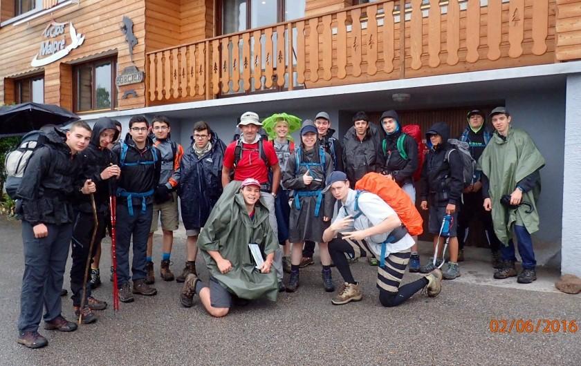Location de vacances - Chalet à Senones - Voyage scolaire  - groupe au départ de la randonnée