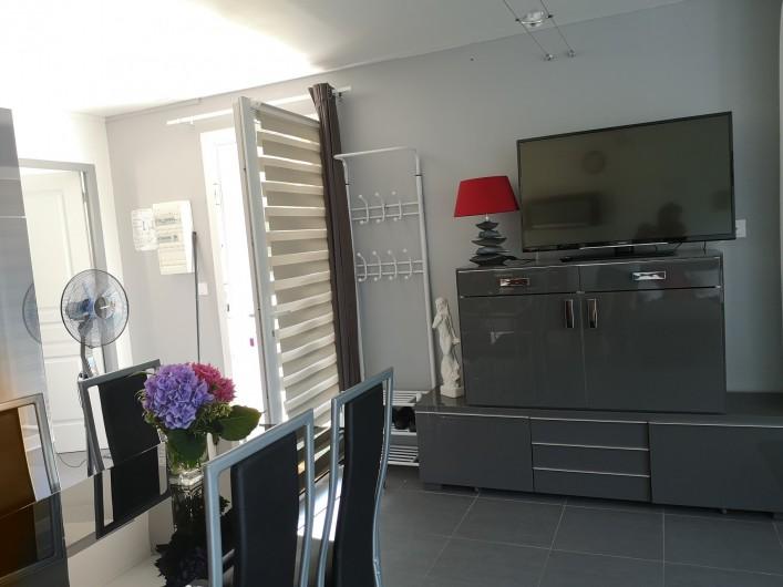 Location de vacances - Villa à Séchilienne - entrée et télévision