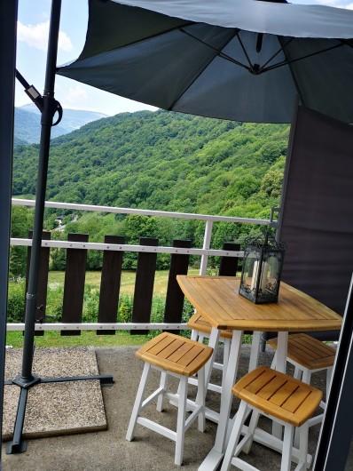 Location de vacances - Villa à Séchilienne - coin repas sur le balcon