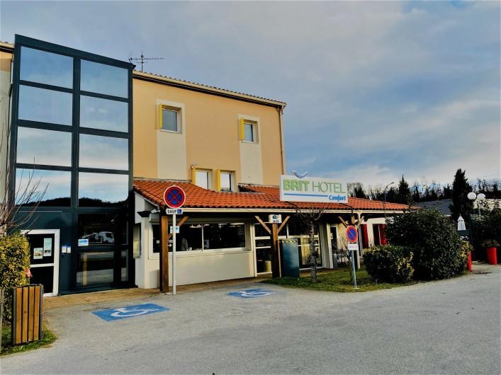 Location de vacances - Chambre d'hôtes à Foix - FAÇADE DE L'HOTEL AVEC L'ASCENSEUR
