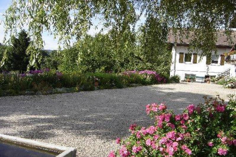 Location de vacances - Maison - Villa à Ban-sur-Meurthe-Clefcy - Entrée cour été